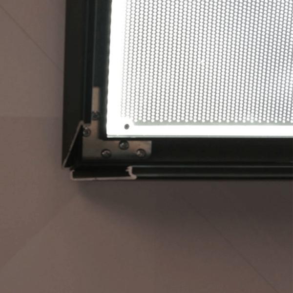 OPEN CORNER OF A LED SNAP FRAME